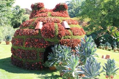 Les créations végétales de Claude Ponty envahissent le jardin des Plantes de Nantes