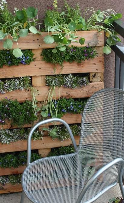 idc3a9es-application-palettes-bois-intc3a9rieur-jardin-vertical.jpg